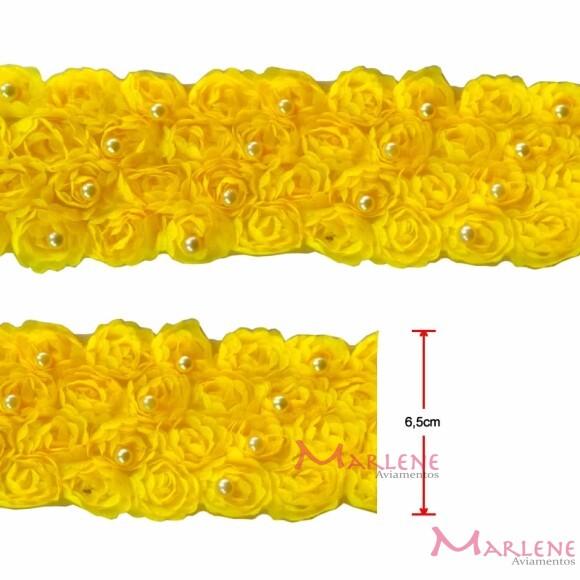 Passamanaria flor 4 fileiras com pérolas amarela por metro