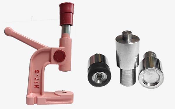 Categoria Máquinas e Matrizes: Máquinas e matrizes para botão de pressão de metal, plástico, ilhóses, pérolas, rebites, entre outros
